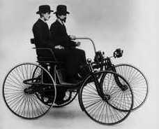 В 1889 г. В. Майбах и Г. Даймлер выпустили первую машину